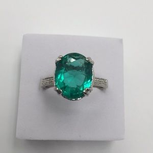 5 CARAT AAA GREEN EMERALD Stamped 925 Silver size9